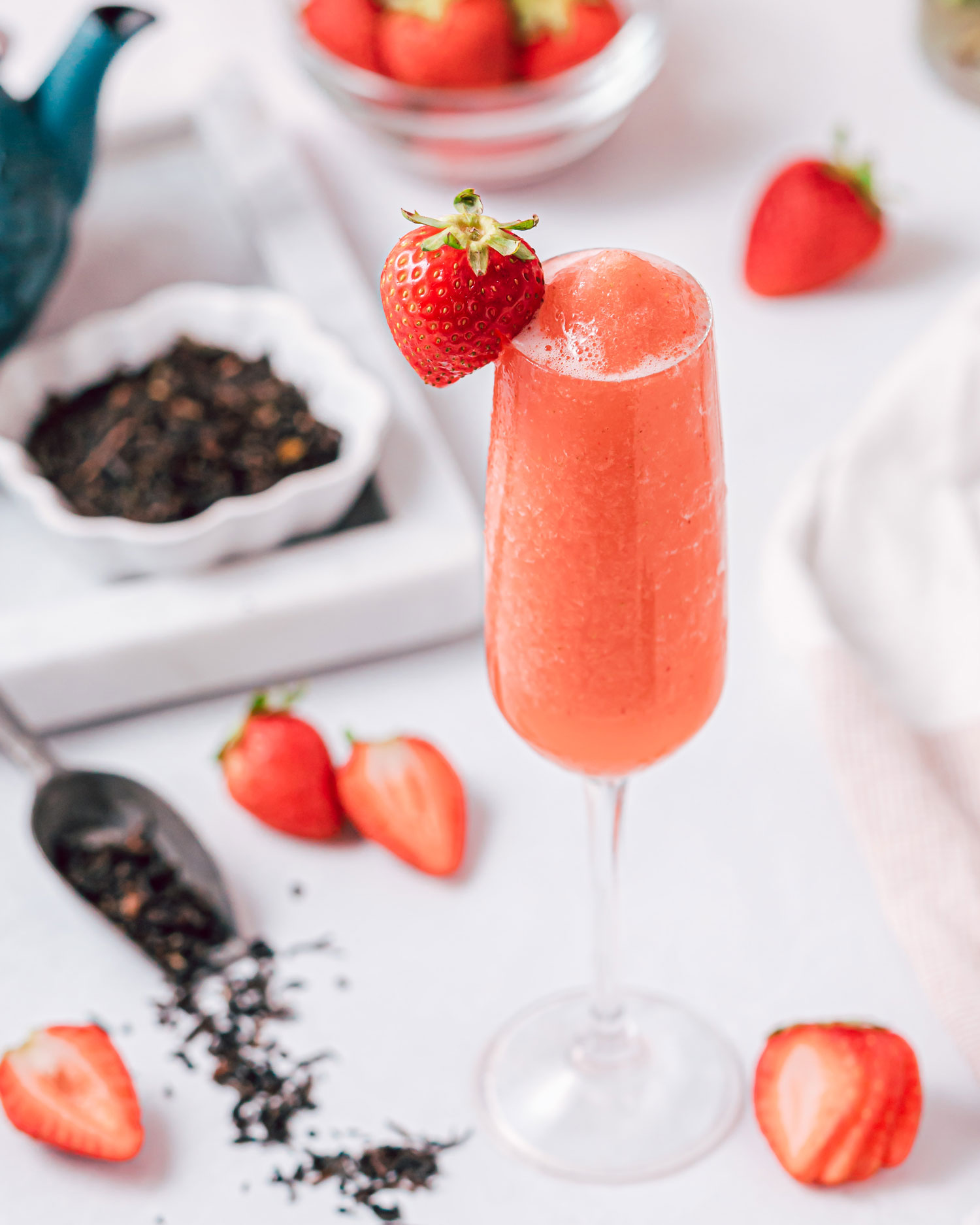 Frozen berry tea bellini